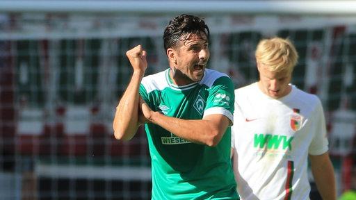 Pizarro schimpft und gestikuliert nach einer vergebenen Chance.