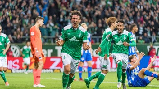 Milos Veljkovic (Werder Bremen) bejubelt sein Treffer zum 2:0 gegen Hertha BSC