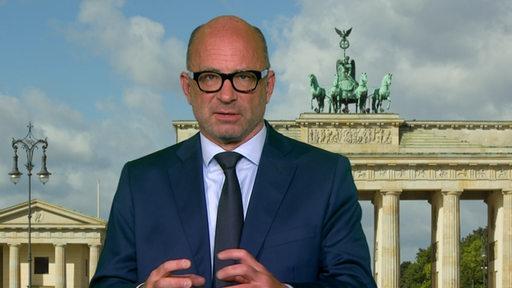 Der Rechtswissenschaftler Volker Boehme-Neßler schaut in die Kamera.