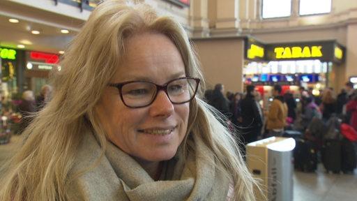 Kirsten Kappert-Gonther im Bremer Hauptbahnhof.