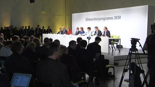 Das Klimakabinett bei der Pressekonferenz   Radio Bremen/