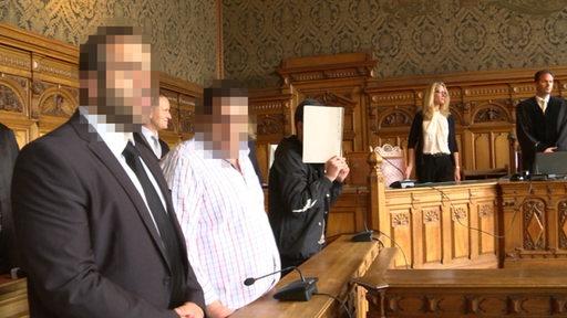 Drei Angeklagte im Bremer Landgericht.