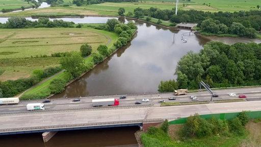 Luftbild der Lesumbrücke auf der A27.