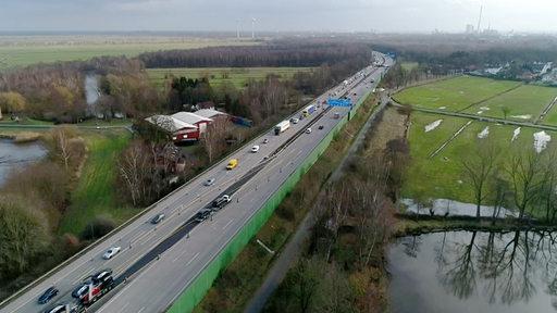 Die gesperrte Lesumbrücke sorgt für viel Stau.   Radio Bremen/