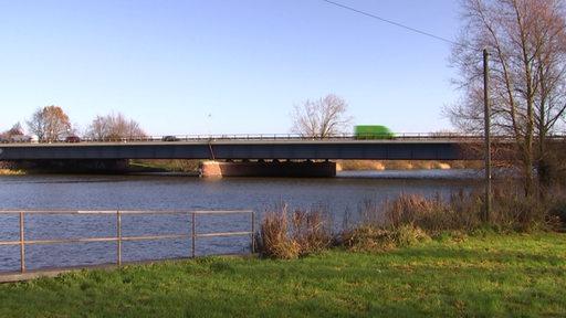 Ein Bild der Lesumbrücke aus eine näheren Entfernung.
