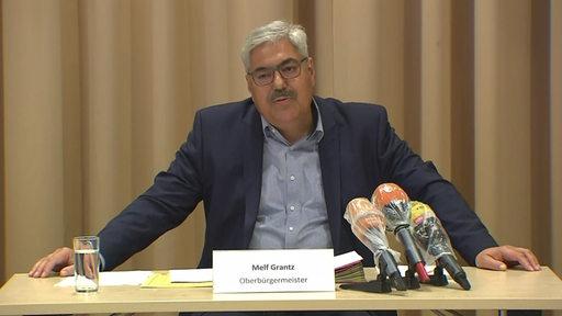 Melf Grantz auf der Pressekonferenz in Bremerhaven