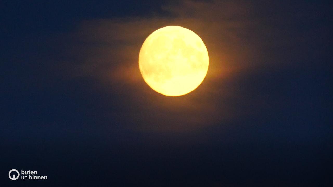 Nächtliches Spektakel: roter Mond trifft roten Mars - buten un binnen