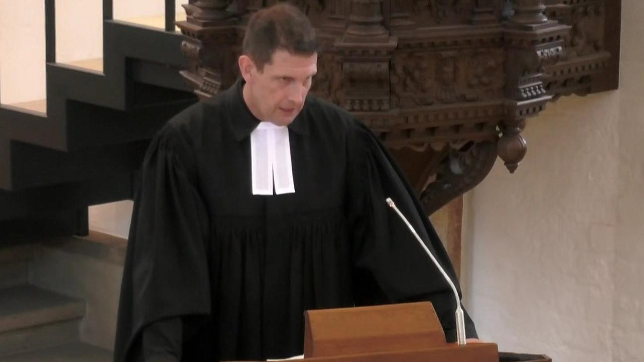 Polizeischutz-bei-Predigt-vom-umstrittenen-Bremer-Pastor-Latzel