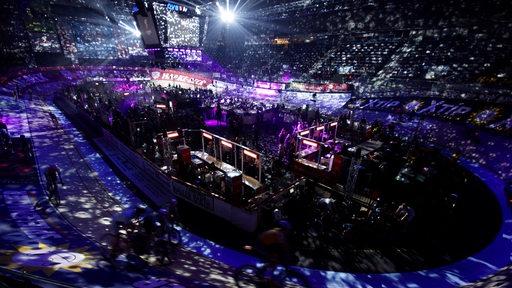 Blick in die Halle bei den Sixdays 2017 während der Lichtshow.