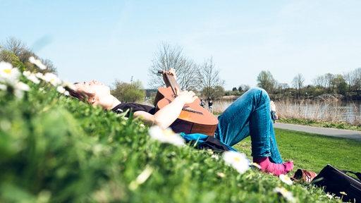 Bremer genießen die Frühlingssonne im April.