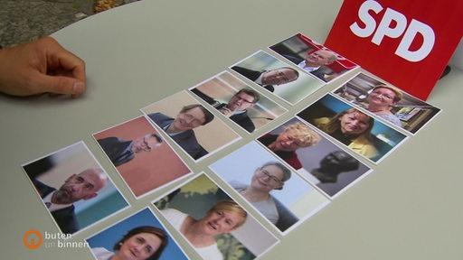 Zu sehen sind Bilder von Partei-Vorsitzenden der SPD auf einem Tisch.