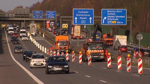 Auf der Autobahnbrücke der A27 über die Lesum wird eine Sperrung vorgenommen.