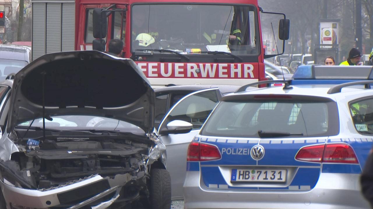 Schwerer Autounfall in der Hamburger Straße - buten un binnen