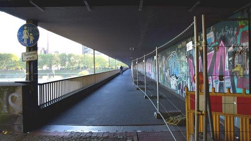 Der Fahrradweg unter der Stephanibrücke in Bremen