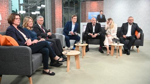 Elefantenrunde: Kristina Vogt, Maike Schaefer, Carsten Sieling, Felix Krömer, Carsten Meyer-Heder, Lencke Steiner und Frank Magnitz